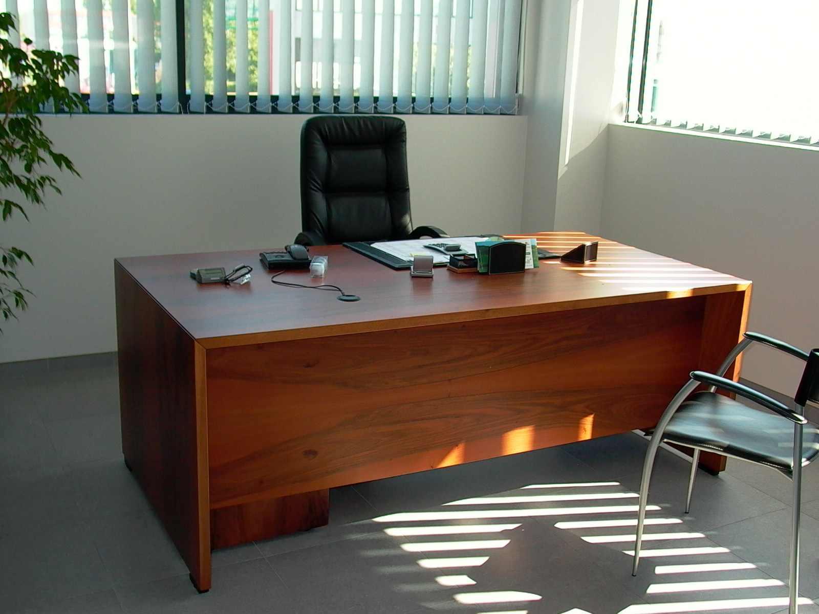 Scrivania Ufficio Bologna : Tavolo ufficio usato ~ windell.co = tavolo design e arredamento per