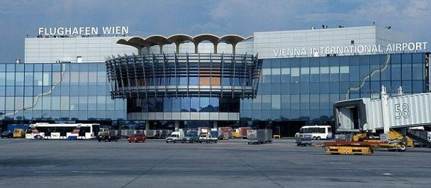 Aeroporto Vienna : Zeitraum i videowall nec animano l aeroporto di vienna