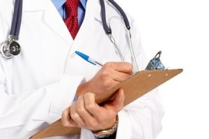 medico-con-cartella-clinica