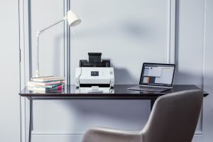 ADS-2700W-desktop-scanner-small-office-situ - Copia