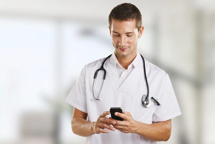 doctor-using-smartphone