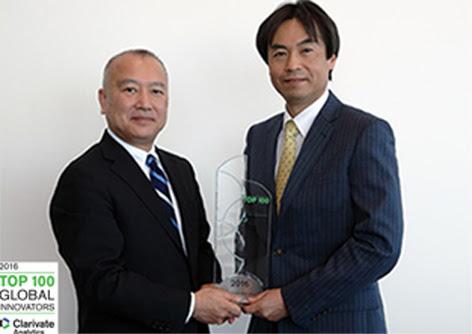In occasione della Top 100 Global Innovators, Hirofumi Hino di Clarivate Analytics ha conferito un premio a Toshiya Takahata, amministratore delegato e direttore generale della divisione Intellectual Property di Epson