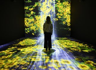 Panasonic_Flowers and People_Universe of Water Particles